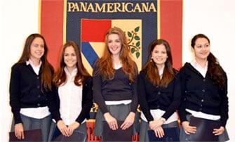 En prepa para mujeres, egresadas con Certificación Cambridge